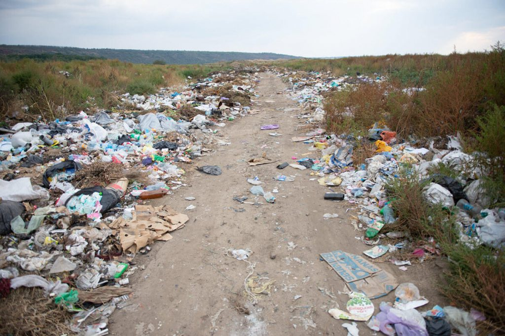 Ukraine trash on road
