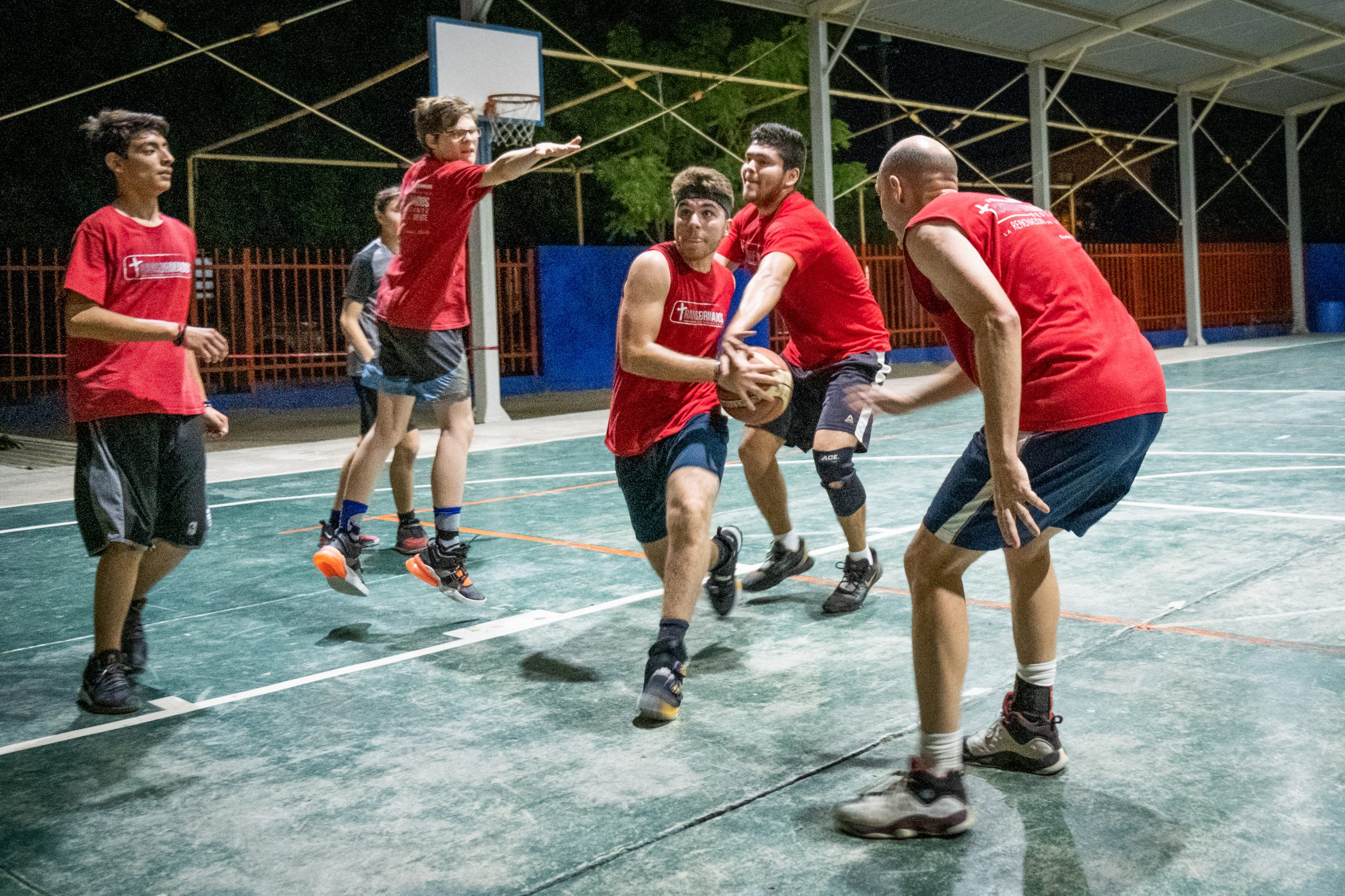 Kids play basketball at sports ministry Transformados