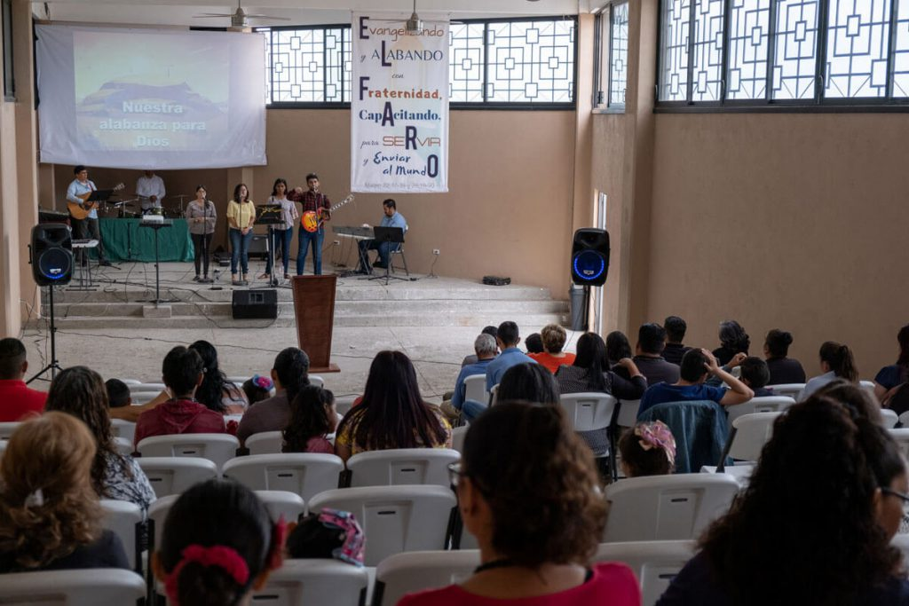 Believers worship at El Faro, a TEAM church plant